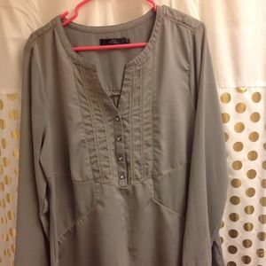 BKE Blouse olive green Shirt Top Rhinestones XL